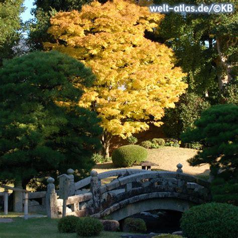 Herbstlaub Garten by Foto Garten Im Herbstlaub Welt Atlas De