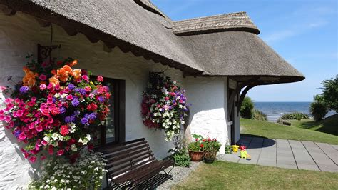 cottage irlandesi posti insoliti dove dormire in irlanda cottage fari e