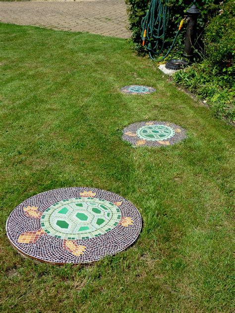 mosaic pour cacher fosse septique jardin