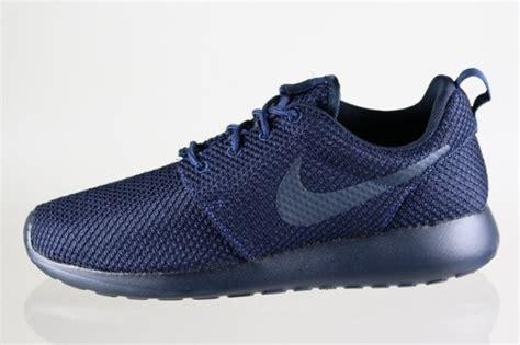 Nike Roshe Run Quot Dark Obsidian Quot Sneakernews Com