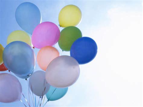 wallpaper cantik warna biru gambar gambar balon dengan warna warni cantik