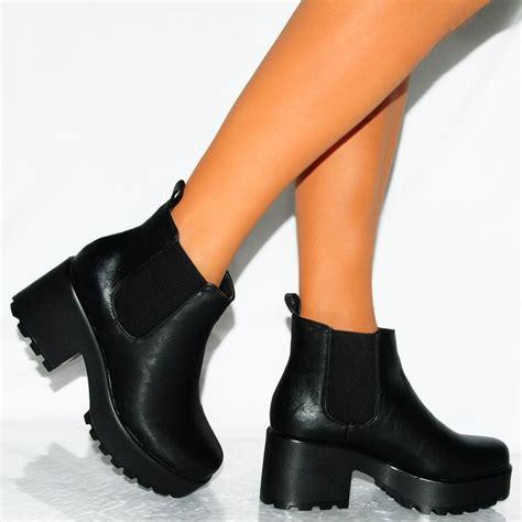 black chunky heel ankle boots qu heel