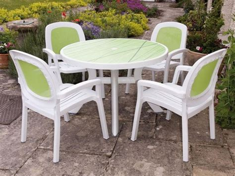 Small Patio Tables and Two Chairs ? Outdoor Decorations