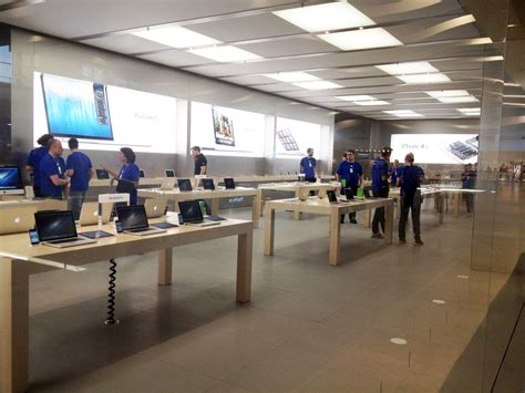 apple store help desk apple store interior stockholm at the desk youll get help from geniuses loversiq