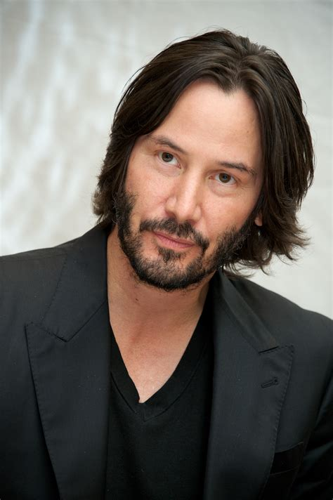 male bob hairstyle keanu reeves e christina hendricks entram para o elenco do