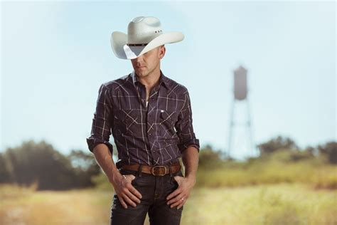 justin moore fan club platinum selling entertainer justin moore fires up nascar