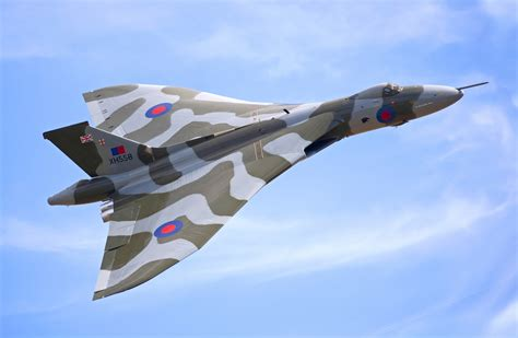 Boomber Voolcon avro vulcan bomber wall mural avro vulcan bomber wallpaper wallsauce europe