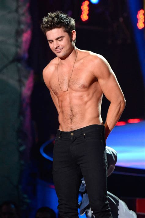 imagenes de jack griffo sin playera zac efron shirtless at 2014 mtv movie awards popsugar