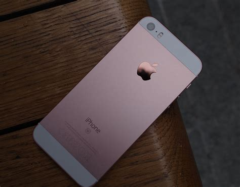 Iphone Se New 16gb Rosegold Gold the iphone se in gold a look at the new iphone se pictures pics express co uk