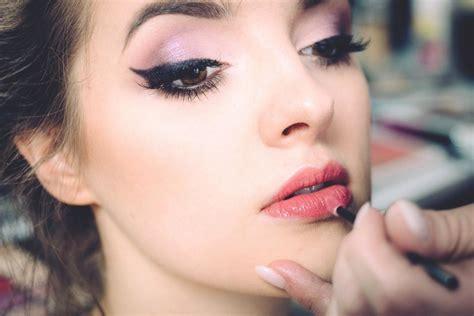 Make Up Di Mahmud foto gratis trucco faccia pelle ritratto modello di foto attraente caucasico bello fare