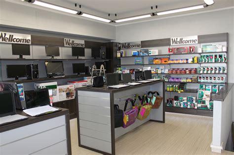 negozio di arredamento arredamento per negozi di informatica arredo negozio computer
