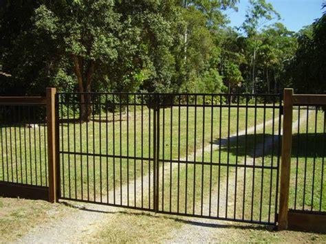 double swing gate gates