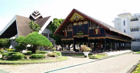 ace hardware banda aceh lonceng cakradonya picture of aceh state museum banda