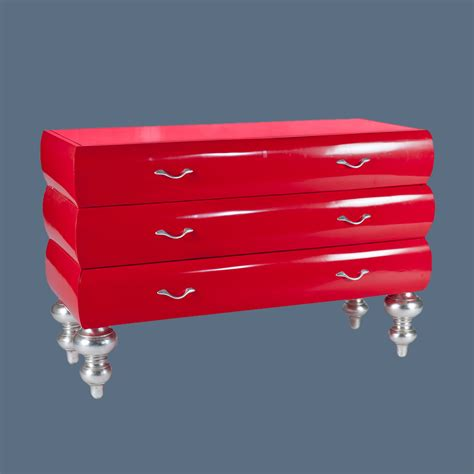 Rote Kommode Mit Drei Schubladen