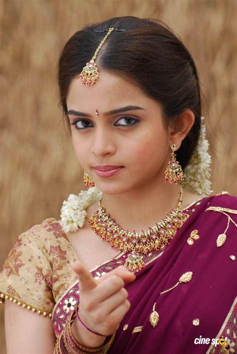 photo gallery telugu actress telugu tv serial actress meena in yellow saree picture