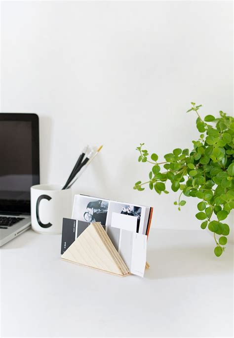best minimalist desk best 25 minimal desk ideas on pinterest bureau design