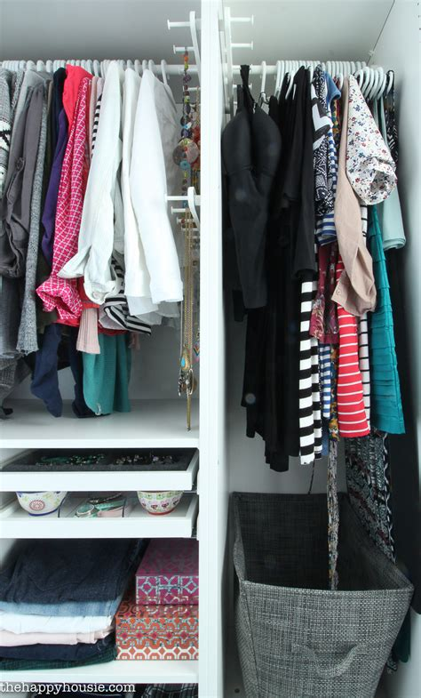How To Organize T Shirts In A Closet by 7 Tips For Completely Organizing Your Closet And Dresser