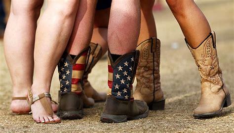 Sepatu Santai Pria Country Boots beda sepatu moccasin dengan boat shoe gaya tempo co