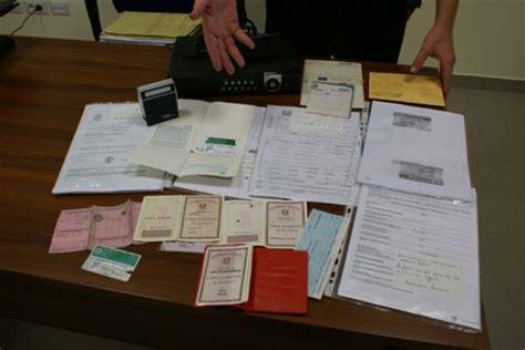 comune di brindisi ufficio anagrafe documenti e timbri comune per falsificare c i