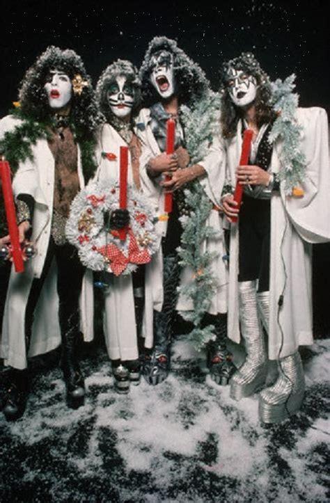 christmas kiss wallpaper merry kissmas kiss photo 32933713 fanpop