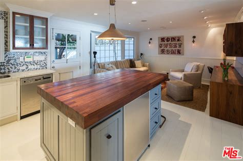 leslie mann judd apatow house this romantic malibu beach house owned by judd apatow and