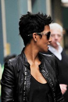 halle berry pixie side view beauty pixie cut on pinterest audrey tautou halle