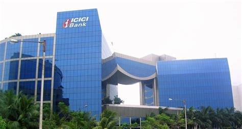 icicc bank craters not cracks are finally emerging at icici bank