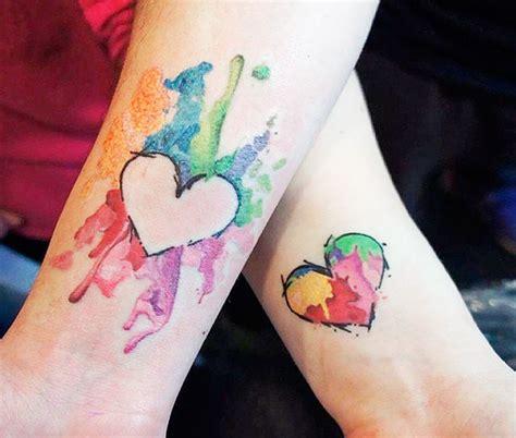 tatuaggio cuore con fiori tatuaggi di coppia 200 foto e idee bellissime beautydea