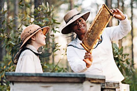 movie bees queen latifah buzz kill the secret life of bees is all honey no sting