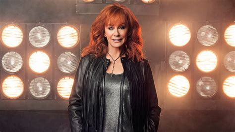 watch reba s empowering new going out like that video reba releases first nashicon single goingoutlikethat