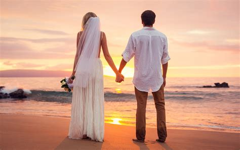 couple wallpaper high resolution love couple had just married sea beach sunset hd love