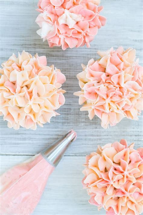 cupcake decoration 25 best ideas about cupcakes decorating on