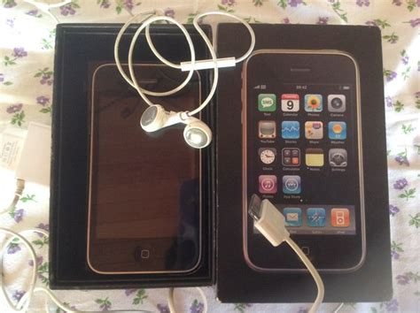 3g 16gb Second apple iphone 3g 16gb iphone second generation incl charger headphones box and documents