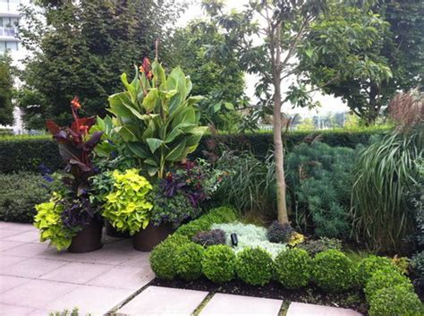Tropical Garden Decor Wonderful Tips To Maximize The Of Tropical Landscaping Home Decor Help