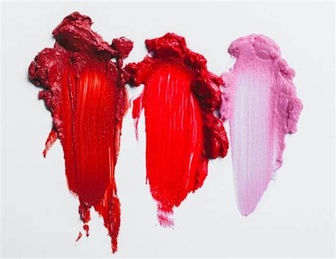 period blood color the color of your menstrual blood says a lot about your