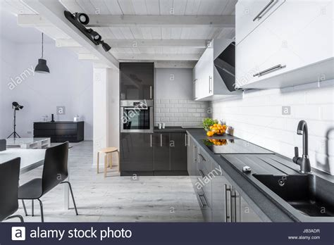 soffitto moderno amazing moderno bianco e nero cucina rustica con soffitto