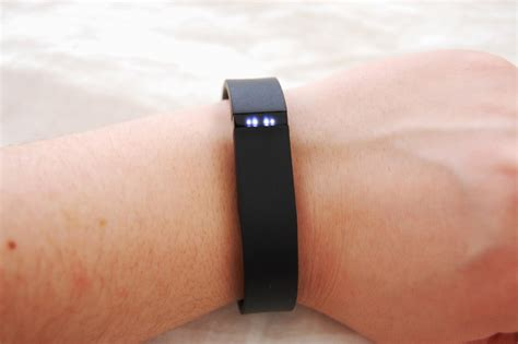 what do 2 lights on the fitbit the