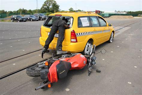 Versicherung F R Motorradfahrer by Motorradunfall Studie Fahrertyp Hat Gro 223 En Einfluss Auf