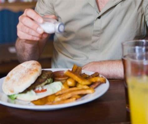 morbo di crohn alimentazione dieta morbo di crohn dieta e rimedi naturali salute vivo