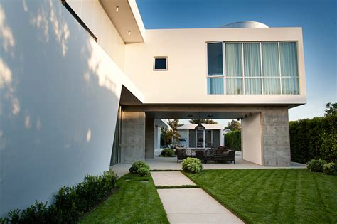 moderner stuck white stucco modern house in venice california by dennis