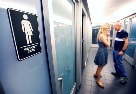reuters bathroom obama extends transgender bathroom rules to federal buildings