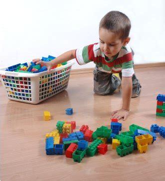 Imagenes Niños Recogiendo Sus Juguetes   educando la responsabilidad con los juguetes neuropedagogia