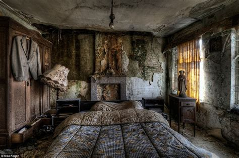 abandoned homes photographer niki feijen s eerie images of the abandoned