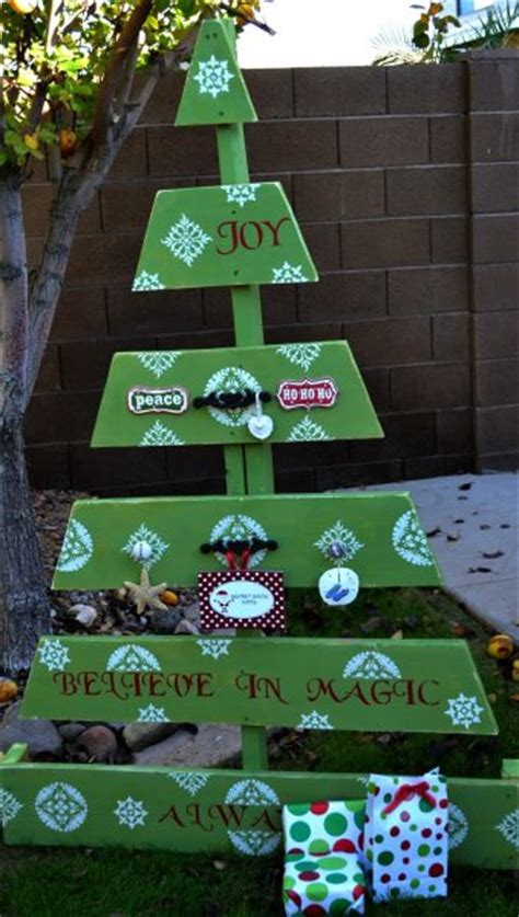 make a pallet christmas tree 187 dollar store crafts