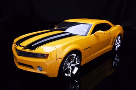 2006 yellow black chevrolet camaro diecast model car