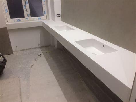 top in corian top in corian 174 con doppio lavabo integrato su misura