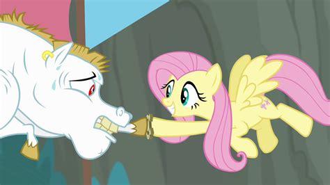 bulk pony image bulk biceps passes baton to fluttershy s4e10 png