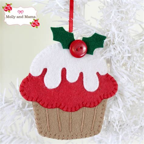 christmas cupcake ornament made with the festive feltie