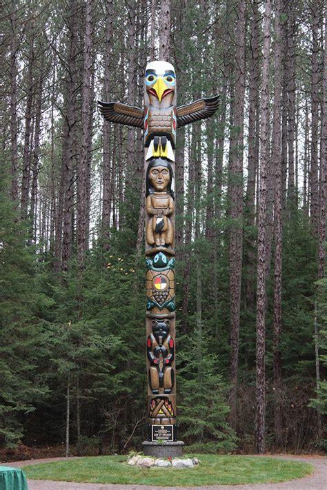 images of totem poles totem pole in algonquin park algonquins of ontario