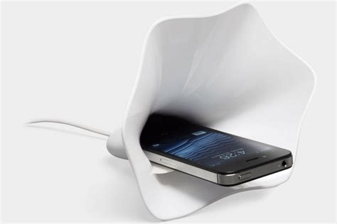 Blooming Sound   Electricity Free iPhone Amplifier